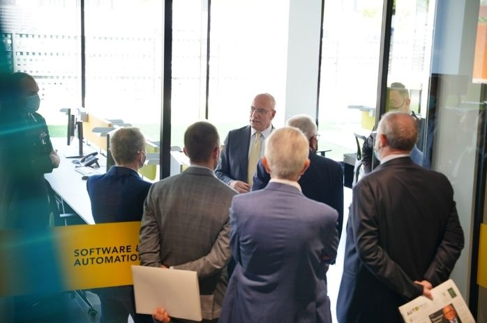 immagine visita nuovi uffici automha in provincia di bergamo