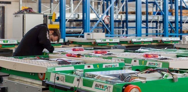 immagine reparto produzione di apparecchiature per magazzini automatici
